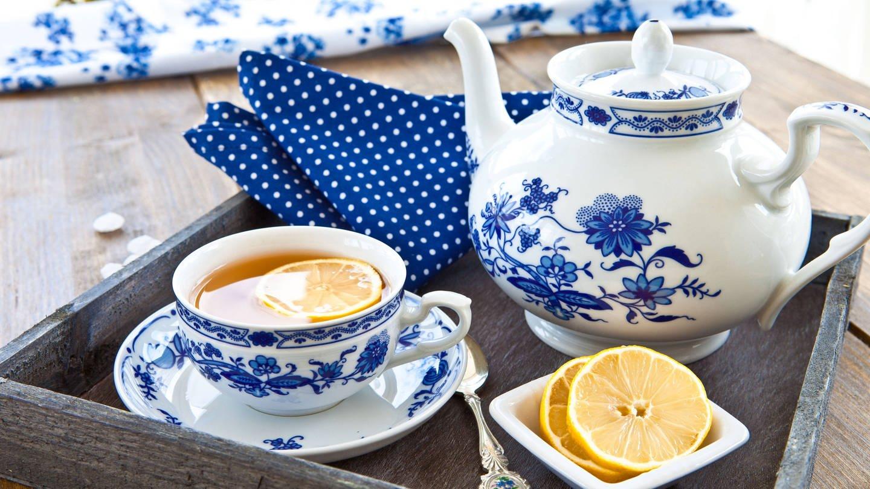 Teekannen sind bauchiger als Kaffeekannen (Foto: Imago, imago/CHROMORANGE)