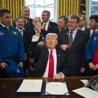 "Donald Trump, Präsident der USA, am 21. März 2017 nach der Unterzeichnung des ""NASA Transition Authorization Act"", der das Budget der NASA signifikant erhöhrt (Foto: Imago, imago/ZUMA Press)"