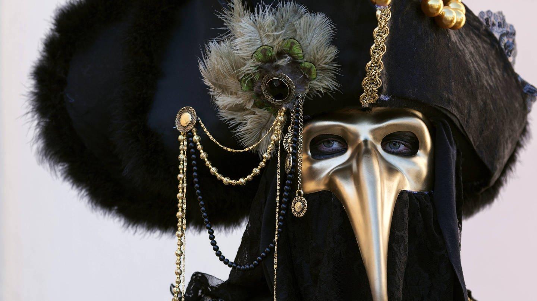 Karneval: Maskenträger mit einer Pest-Maske (Foto: Imago, imago/imagebroker)