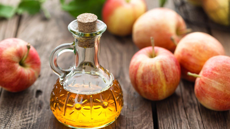 Apfelsaft mit viel Wasser ist als Apfelschorle eine leckere Erfrischung. Apfelsaft pur enthält aber sehr viel Zucker (Foto: Colourbox)