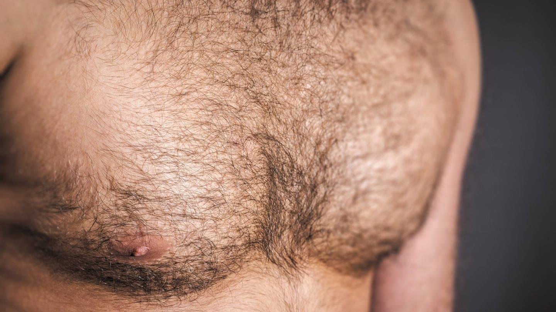 Behaarte Männerbrust - hyginisch keinesfalls bedenklich