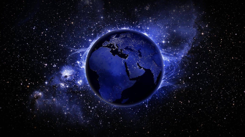 Wenn wir uns das Ausdehnen des Universum anschauen, streben die Galaxien von uns weg. Das sieht so aus, als ob wir in einem Zentrum wären. (Foto: Imago, imago images / Panthermedia)