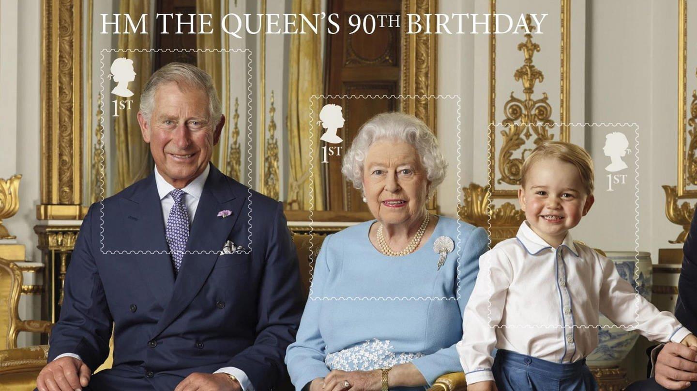 picture alliance / dpa | Ranald Mackechnie / Royal Mail / (Foto: picture-alliance / Reportdienste, Die Queen, Prinz, Charles, Prinz George und Prinz William auf einer Briefmarke)