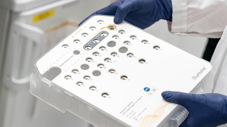 Sequenzierungsinstrument zum Nachweis von Mutationen im Coronavirus SARS-CoV-2 in positiven Covid-19-Proben, die an das Zentrum für molekulare Diagnostik in Lund / Schweden gesendet wurden. (Foto: Imago, IMAGO / TT)