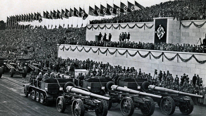Nürnberg, 10.09.1935 Foto: Zum Reichsparteitag wurde auch der Tag der Wehrmacht abgehalten. Dort zeigte man auch die motorisierte schwere Artillerie