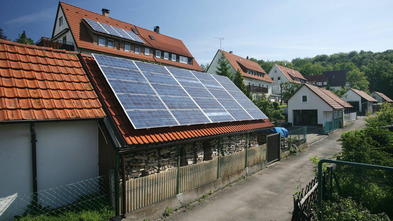 Wohnhaus mit Solarzellen auf dem Dach in Ehningen