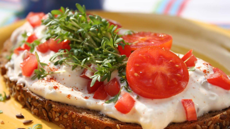 Belegte Brote fallen vom Tisch gerne auf die Seite mit Belag (Foto: Imago, imago/Panthermedia)
