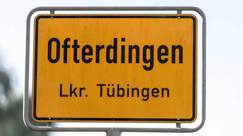 Ortsschild von Ofterdingen im Kreis Tübingen. Im Schwäbischen enden viele Ortsnamen auf die Silbe -ingen. (Foto: Imago, imago/Eibner)