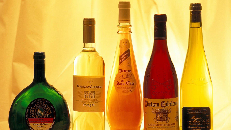 Weine werden in vielen verschiedenen Flaschen angeboten. Das macht ein Pfandsystem so schwierig. (Foto: Imago, imago)
