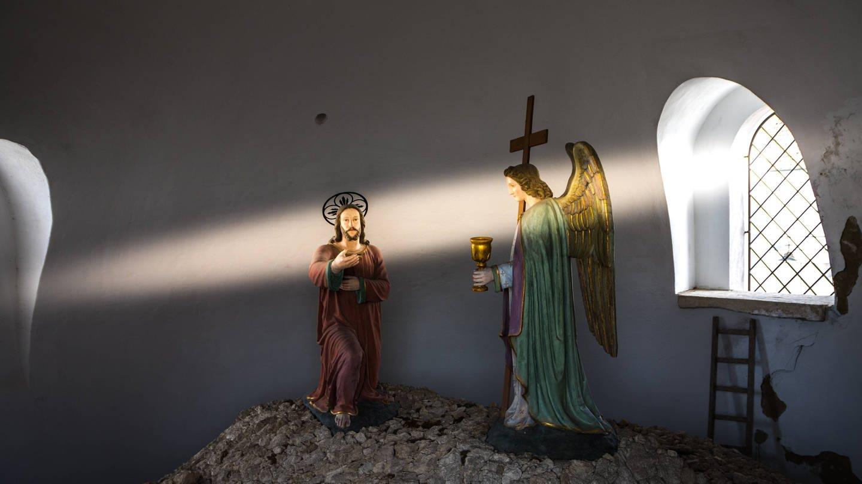 Licht fällt auf Engel (Foto: Imago, imago images / Michael Eichhammer)