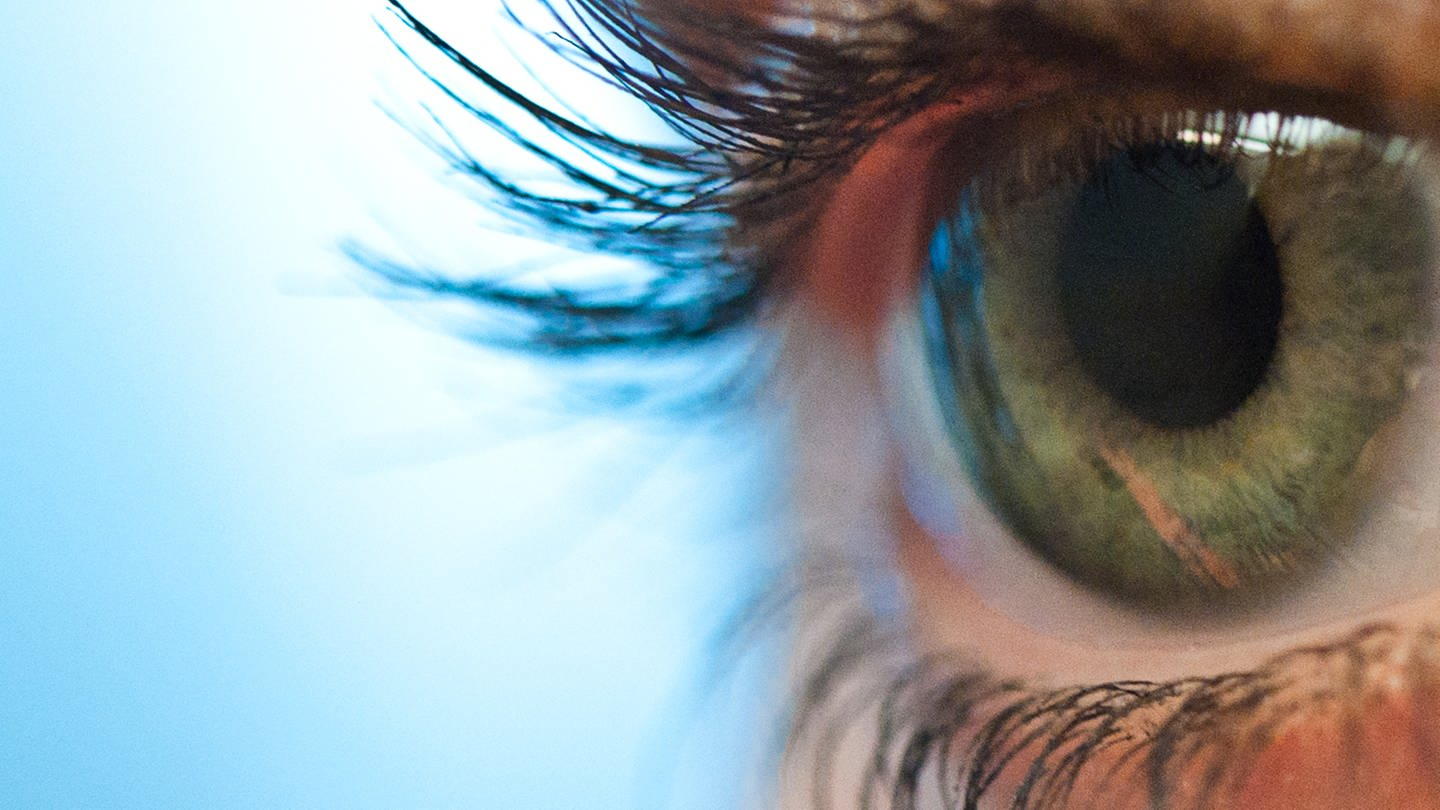 Auge mit Wimpern (Foto: picture-alliance / Reportdienste, picture alliance / dpa Themendienst)