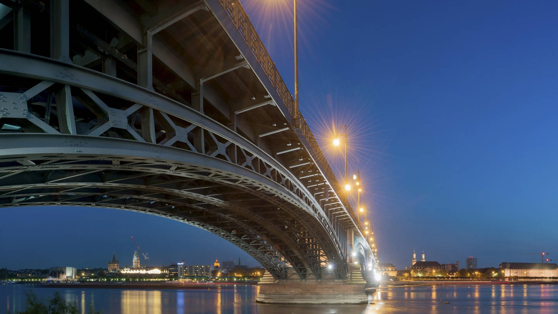 Theodor-Heuss-Brücke in Mainz (Foto: picture-alliance / Reportdienste, picture alliance/imageBROKER)