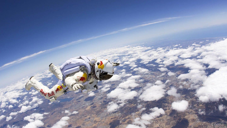 Extremsportler Felix Baumgartner bei einem Testsprung aus 21.800 Metern Höhe im März 2012