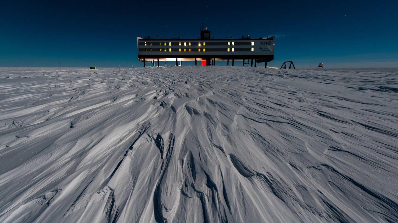 Ganz schön einsam: die Neumayer-Forschungsstation in der Antarktis. (Foto: Alfred-Wegener-Institut / Stefan Christmann)