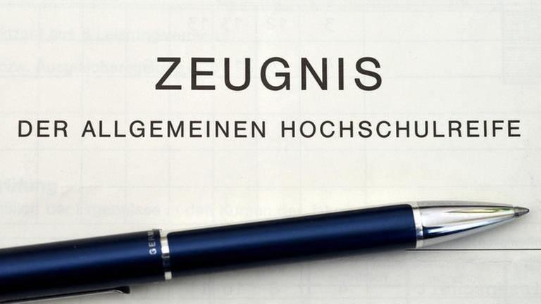 Zeugnis der allgemeinen Hochschulreife (Foto: Colourbox, Foto: Colourbox.de -)