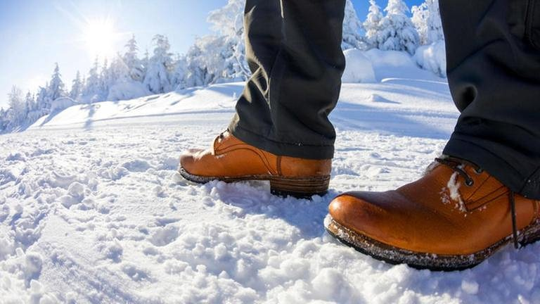 Laufen im Schnee (Foto: picture alliance / Andreas Frank -)