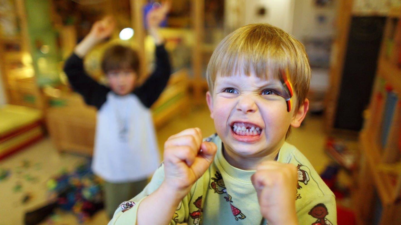 imago/Frank Sorge (Foto: Imago, wütender Junge. Zur Aggression gehören immer zwei Teile: Der angeborene Teil ist temperamentsbedingt.)