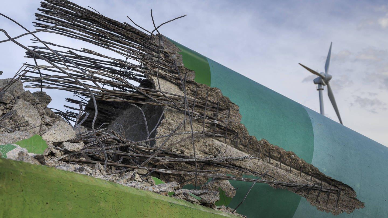 Vor allem ältere Windräder müssen oft mit großem Aufwand recycelt werden. (Foto: Imago, imago/Rainer Weisflog)