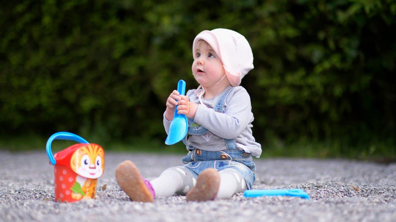 Kinder haben bei einer Infektion mit dem neuen Coronavirus meist keine oder nur geringe Symptome. Nach neuen Erkenntnissen spielen sie auch keine größere Rolle bei der Verbreitung des Virus. (Foto: Imago, imago images/MiS)