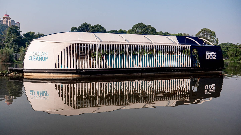 Interceptor soll Flüsse vom Plastikmüll befreien