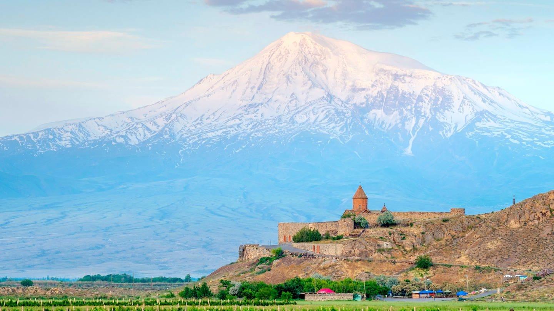 Der armenische Berg Ararat bei Sonnenaufgang