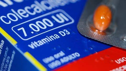Vitamin D-Pillen sollen angeblich vor einer Infektion mit dem neuen Coronavirus schützen. Viel dran ist daran wohl nicht, sagen Experten.  (Foto: Imago, imago)