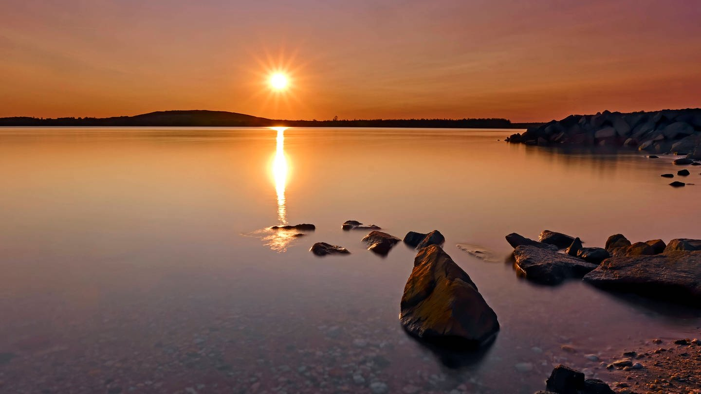 Sonnenuntergang über dem Stormthaler See (Foto: Imago, STAR-MEDIA / Michael Schöne via www.imago-images.de)