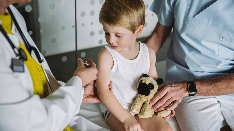Kinderimpfung (Foto: Imago, imago images / Westend61)