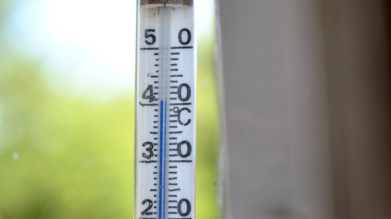 Außenthermometer welches 40 Grad Celsius anzeigt