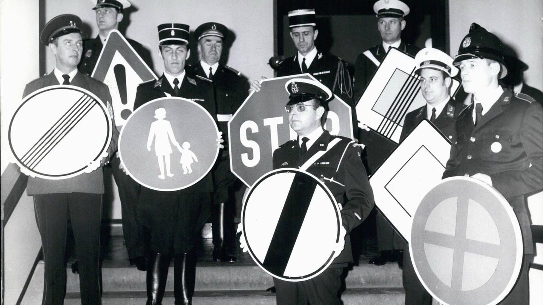 Viele neue Schilder und internationale Regelungen gelten seit dem 1. März 1971 im Straßenverkehr. (Foto: Imago, Imago)