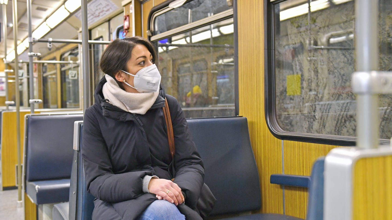 Studien legen nahe, dass es keine erhöhte Ansteckungsgefahr im ÖPNV gibt. (Foto: Imago, imago images/Sven Simon)