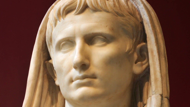 Statue des Augustus im Römischen Nationalmuseum: Stammen wir alle von Augustus ab? (Foto: Imago, IMAGO / agefotostock)
