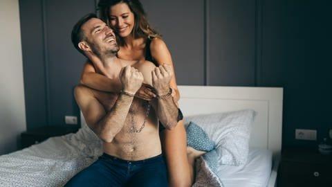 Mit handschellen sex mit Handschellen