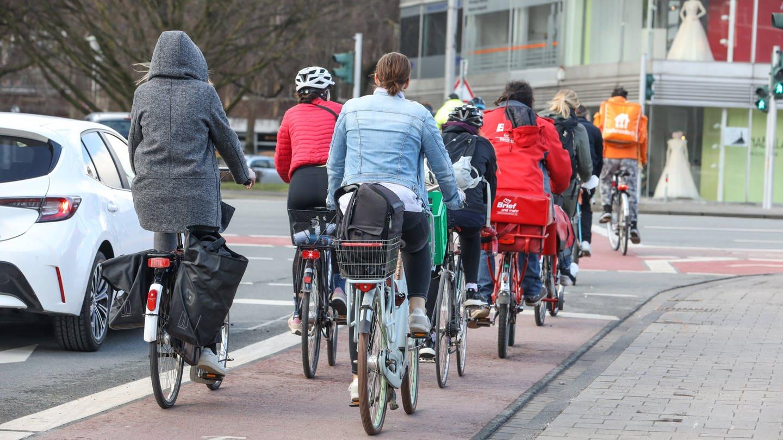 Fahrradfahrende (Foto: Imago, imago images/Rüdiger Wölk)