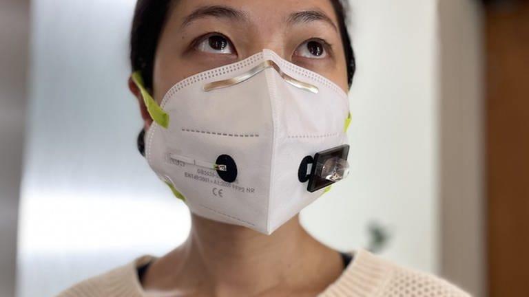 Ein neuartige, an der Harvard University entwickelte Maske soll dabei helfen, Corona-Infektionen zu erkennen.