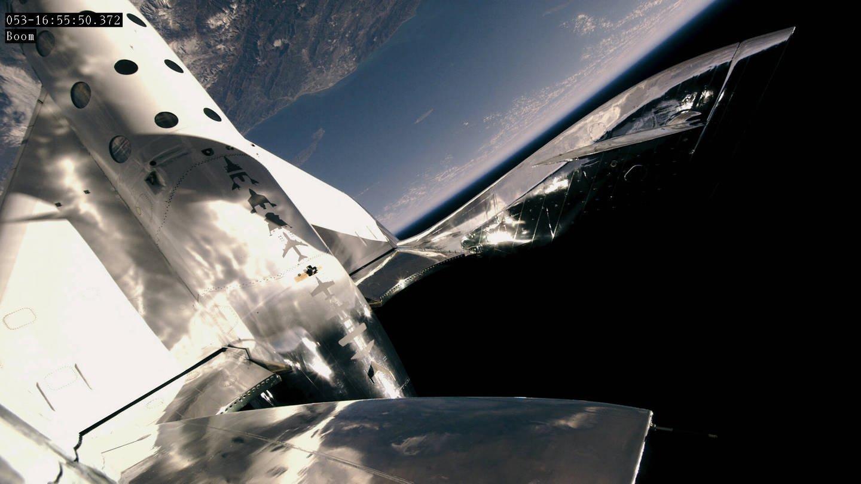 VSS Unity von Virgin Galactic fliegt rund 80 Kilomter über der Erdoberfläche
