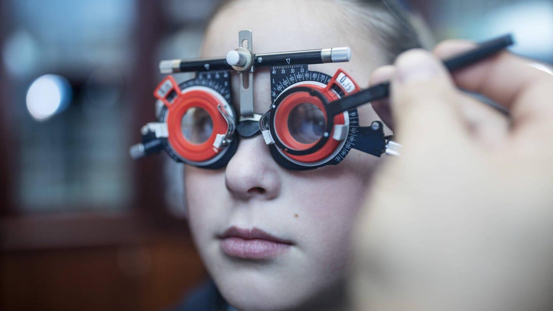 Kurzsichtigkeit hat auch unter Kindern stark zugenommen (Foto: Imago, imago/Westend61)