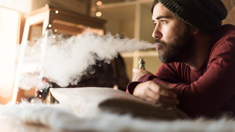 E-Zigaretten sind derzeit voll im Trend. (Foto: Imago, imago images/ingimage)
