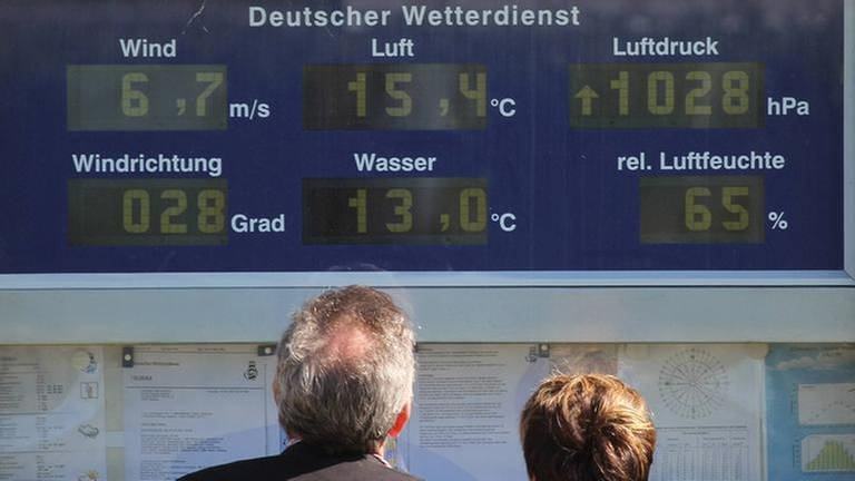 Infotafel des deutschen Wetterdienst (Foto: Imago, Imago/ stock&people - stock&people)