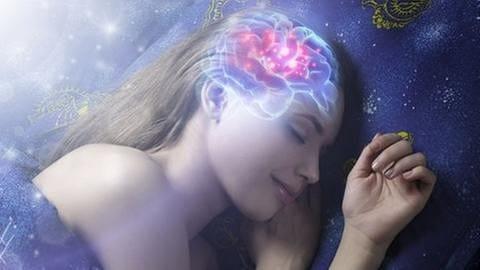 Illustration - Eine Frau schläft -  Gehirn zeigt Aktivität (Foto: Getty Images, Thinkstock -)
