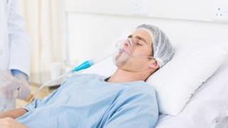 Patient mit Sauerstoffmaske (Foto: Getty Images, Thinkstock -)