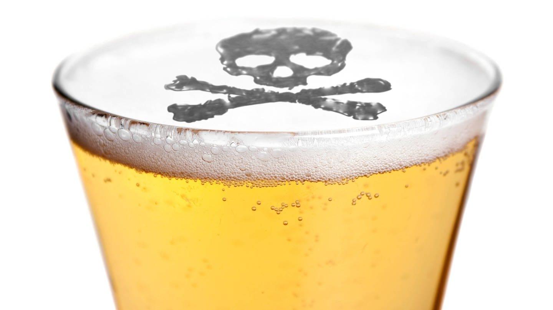 Bier mit Totenkopf (Foto: Imago, nicht  bekannt)