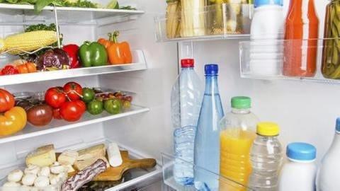 Nahrungsmittel müssen so gelagert und behandelt werden, dass sie lange zum Verzehr geeignet bleiben. (Foto: Getty Images, Thinkstock -)