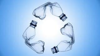 PET-Flaschen bilden eine Recycling Symbol (Foto: Getty Images, Thinkstock -)